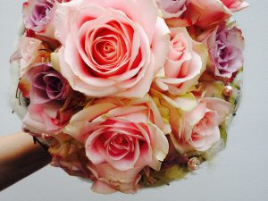 Circular bouquet with pink roses