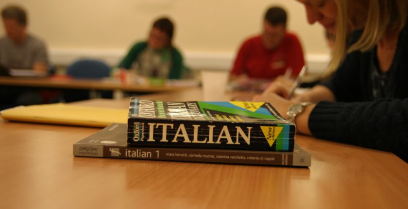 Italian dictionaries and learners in an Italian class