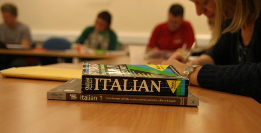 Italian dictionaries and learners in an Italian class