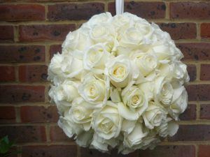 Hanging ball of cream roses